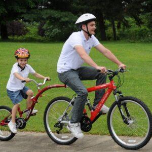 Παιδικό  Tagalong Trailer Bike με  ρυθμιζόμενο τιμόνι δύο προστατευτικά λάσπης και προστατευτικό αλυσίδας